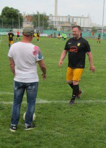 Goalgetter Daniel Strack (23 Tore) bei seiner Auswechslung mit Trainer Marco Schwarzkopf
