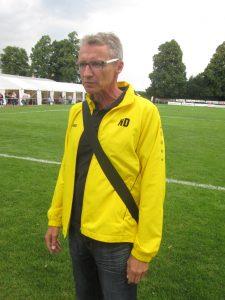 Ein trotz des Sieges geschlauchter Fußballboss Holger Drinhaus